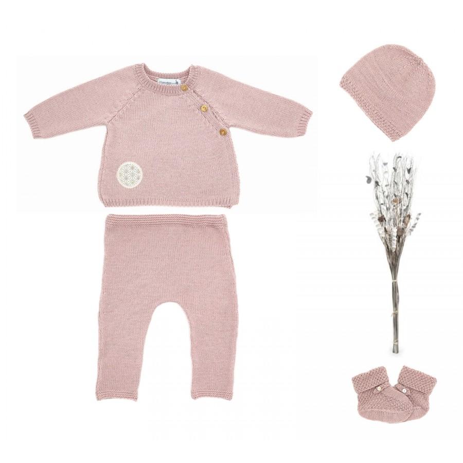 trousseau de naissance brassière, pantalon, bonnet et chaussons laine